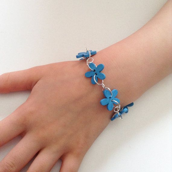 Blue flower bracelet for girls blue wooden buttons by leonorafi