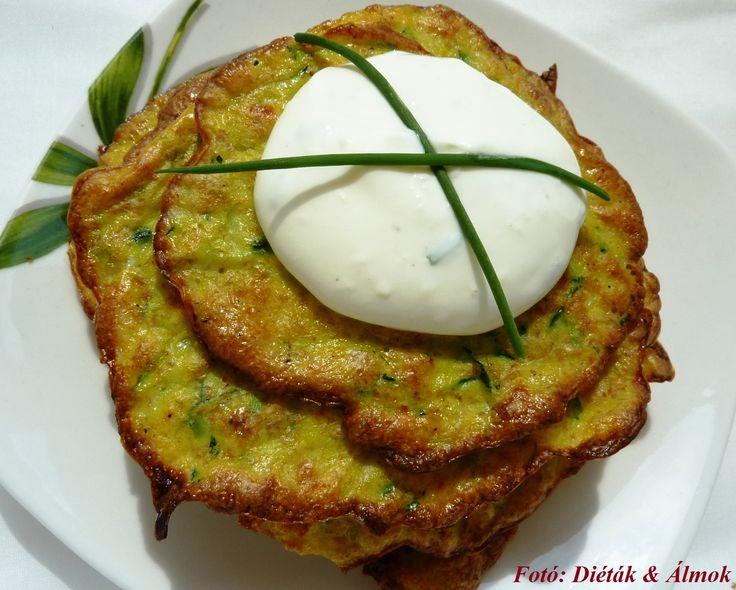 Cukorbetegek/IR-esek is ehetik, és a fogyókúrázók is szeretni fogják? Hogy mi az? Egy nagyon gyors recept, amiből bátran lehet mennyiséget is enni: cukkinilángos fűszeres mártogatóssal. Zöldség- és tojáskerülő gyerekeknél is bevethető uzsonnaként/vacsoraként. :-)          ...