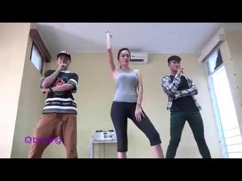 HOT Aura Kasih Super Sexy Latihan Dance | Gosip Desember 2015 - YouTube