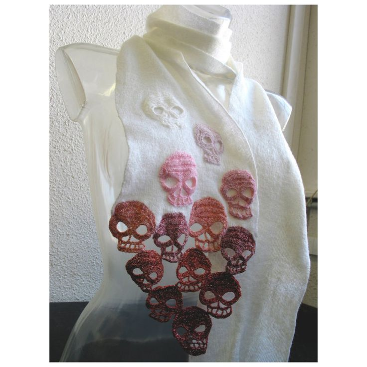 Skulls Scarf by Lilith Etih #crochet #skull #scarf: In Love, Knits Crochet, Knits Scarves, Yarns, Lilith Etih, Crochet Scarves, Crosses Stitches, Crochet Skull Scarfs, Crochet Scarfs