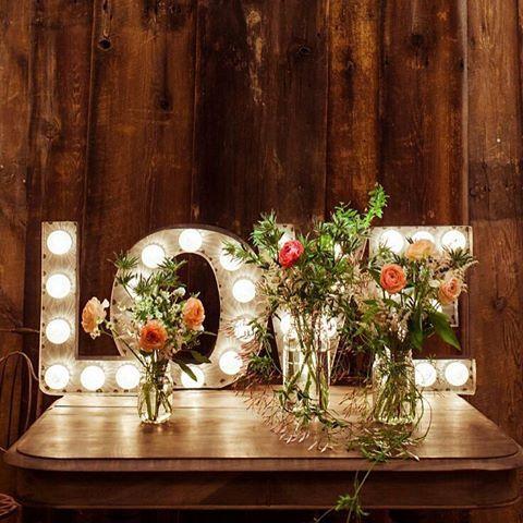 Apaga luces y enciende el corazón... #Love #letraslove #letrasluminosas http://www.unabodaoriginal.es/blog/ #boda #bodas #decoboda #wedding #casament #casamento #unabodaoriginal #blogdebodas
