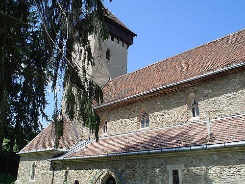 Bine ati venit in  comuna Bunesti din judetul Brasov (vedeti locuri de cazare in Bunesti), comuna alcatuita din satele Bunesti, Viscri, Crit, Mesendorf si Roades, cu o bogata istorie ce merge in urma cu aproape doua mii de ani.