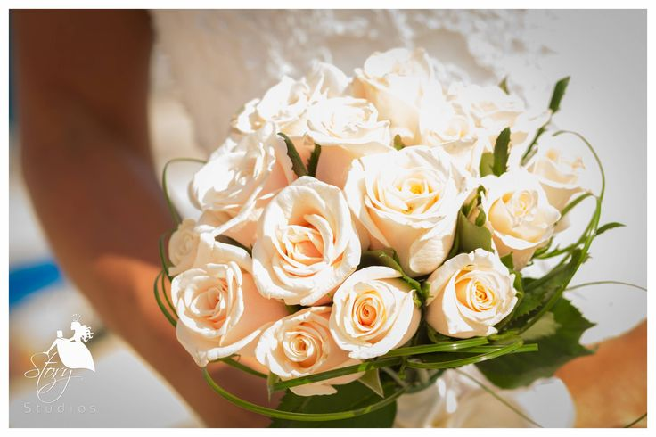 White roses for a white wedding!