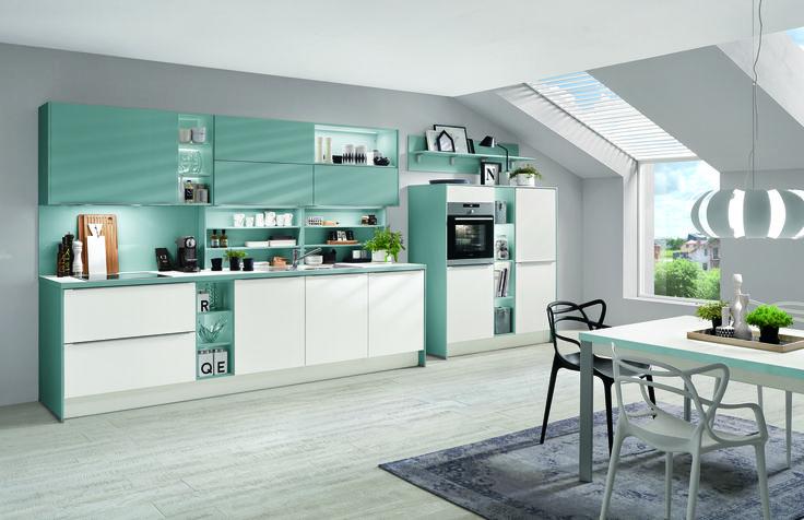 Kuchyně v kombinaci mentolové a bílé