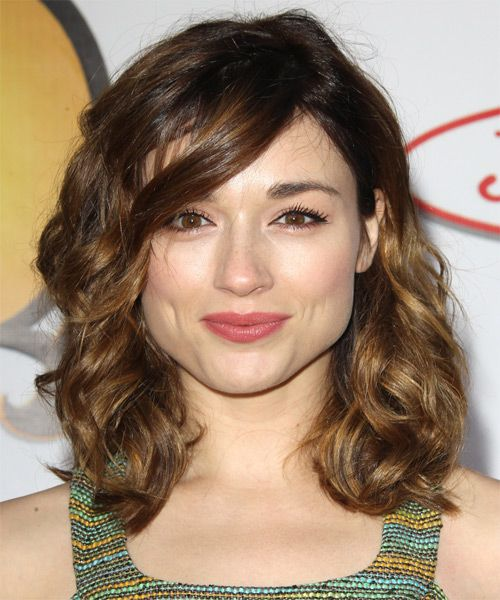 Teen Wolfs Crystal Reed has a cute medium haircut . Very chic and easy.