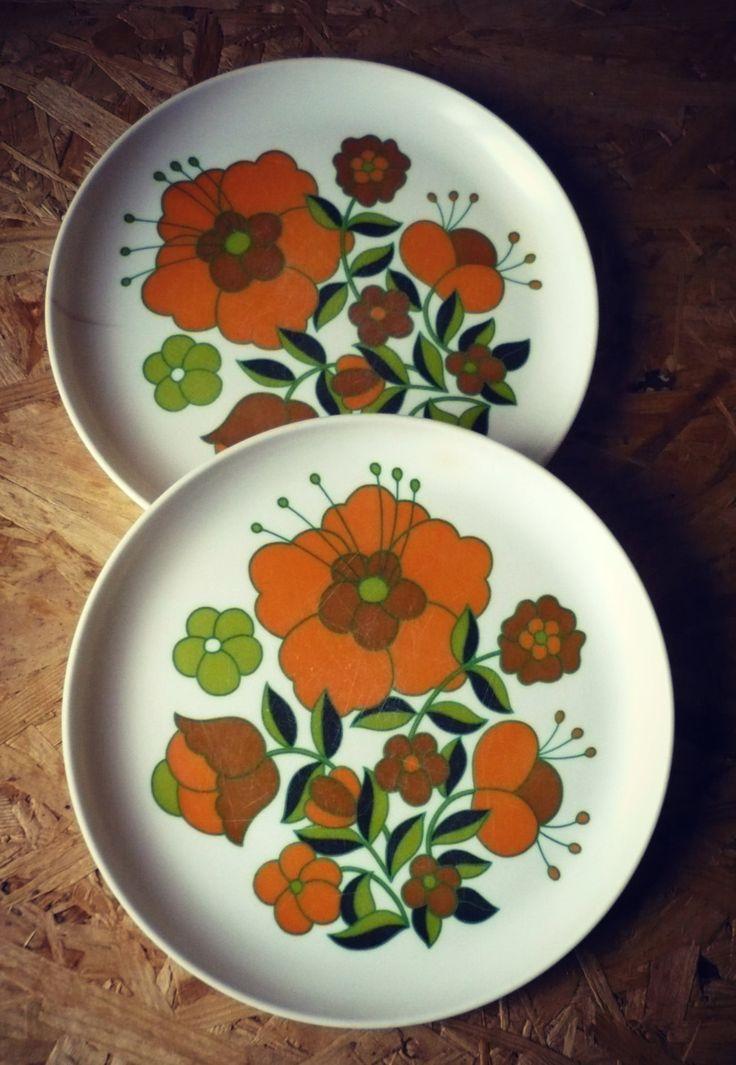 Assiettes sérigraphiées fleurs vintage - Mélaminé - French plates - Téfal 1970 de la boutique SaintFrusquin sur Etsy