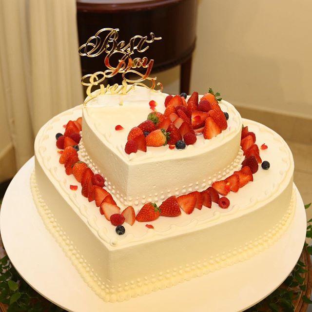 weddingレポ ウェディングケーキ ケーキはハート型のシンプルなものに