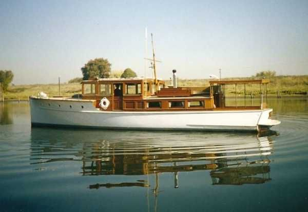 48 Dawn Bridge Deck Express Cruiser-Bring Offer   Classic Wooden Boats For Sale - Used & New