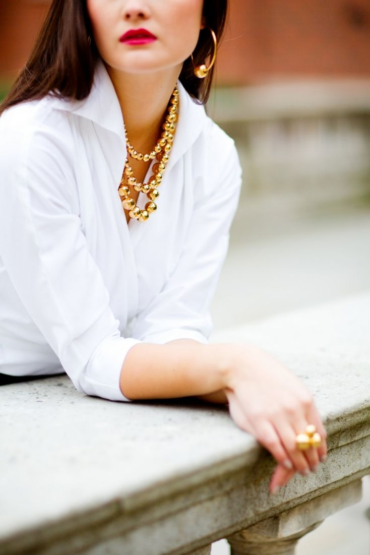 Crisp White Shirt | gold accents. We want to connect with you: http://dulichnhatrang24h.com