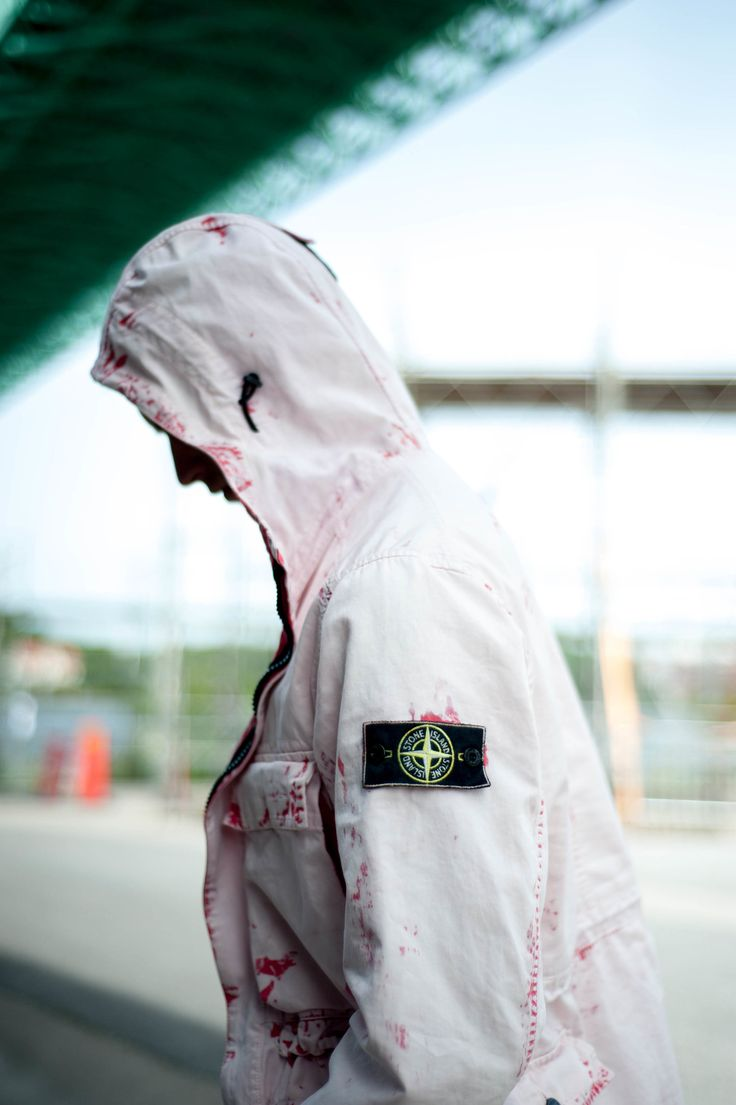 Stone Island  has come a very long way since the birth in 1982.From being linked to  hooliganism in the late 90´s to the platinum selling artists of today,  Stone Island has become one of the most important brands in millennial  menswear.  Jacket from Stone Island Photo by CJ Malmström Mod