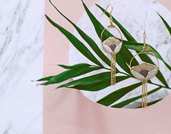 Lange oorbellen-handgemaakte geborduurde bloemen door EnAvril