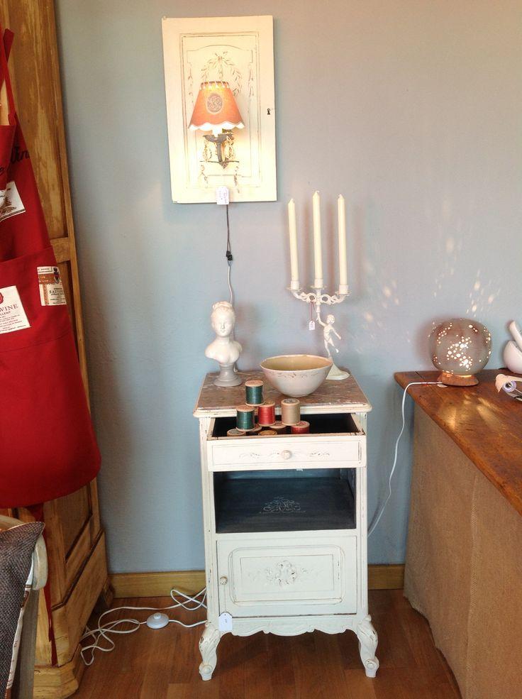 Un chevet, une applique porte détourné, un chandelier, un buste, etc.... A découvrir dans ma boutique.