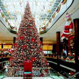IDEAS FOR COMMERCIAL CHRISTMAS DECORATIONS