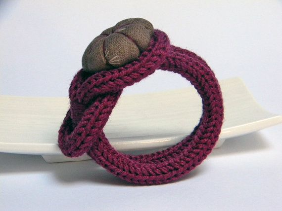 Burgundy knitted wool yarn bracelet Noemi handmade door ylleanna, €18,00