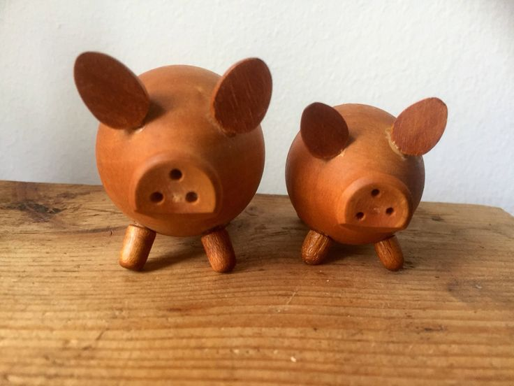 wooden /pig /salt and pepper shakers/midcentury modern/vintage/hand carved/piggy by WifinpoofVintage on Etsy