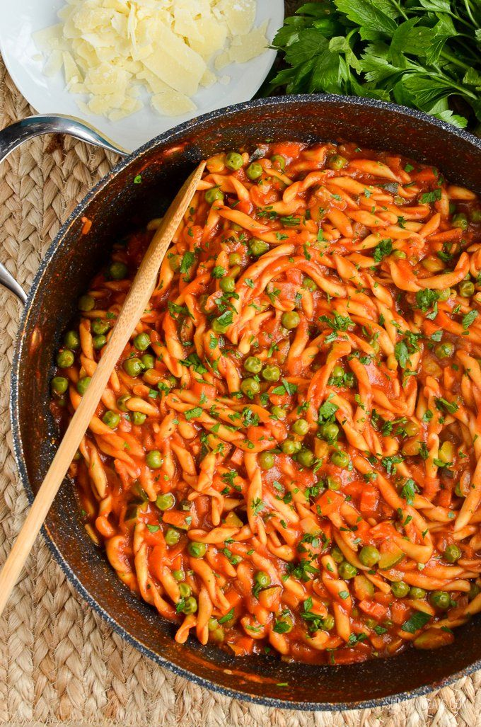 Delicious Syn Free One Pot Speed Pasta - a perfect no fuss quick meal for the whole family to dig in enjoy.