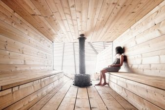 It's possible to view the open sea from the sauna thanks to the wooden lamellas