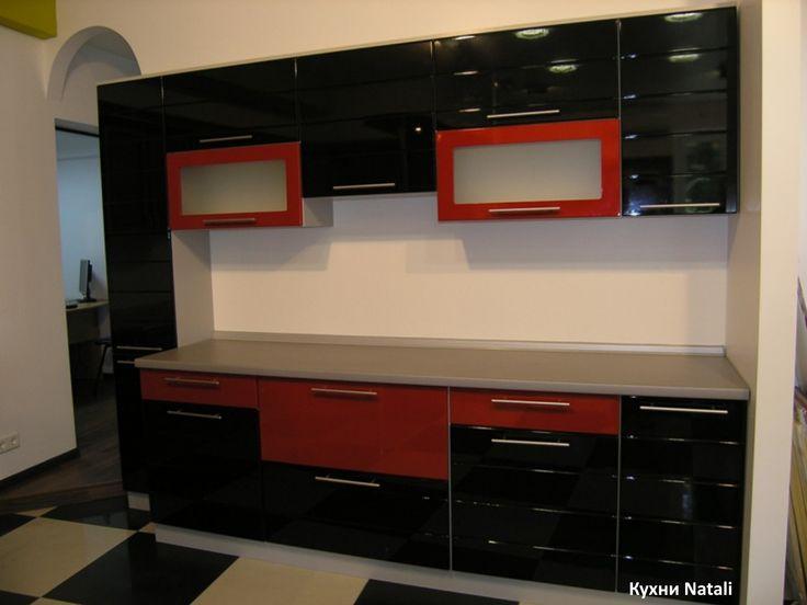 Кухня на заказ черно-красная 3 метра с жидким камнем