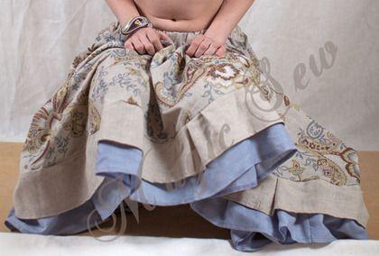 Льняная юбка в пол. Льняная юбка в пол с оборками, полусолнце. Юбка в этно-стиле, из натурального льна. Основная ткань с узором 'пейсли', по подолу юбки - 2 слоя оборок. Юбка очень нежная и приятная телу.