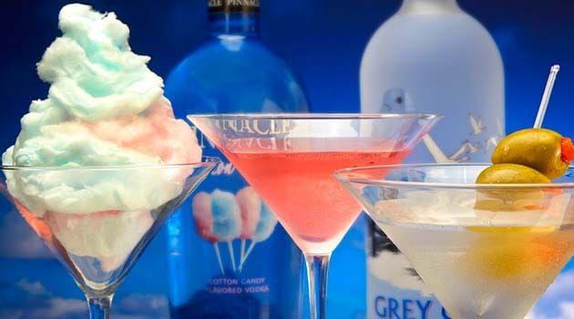 Mutfakta Sihir: Pamuk Şekerli Martini. Ne sihirdir ne keramet. Bu kez marifet pamuk şekerin yumuşacık dokusu ve sıvı içinde erime özelliğinden geliyor.