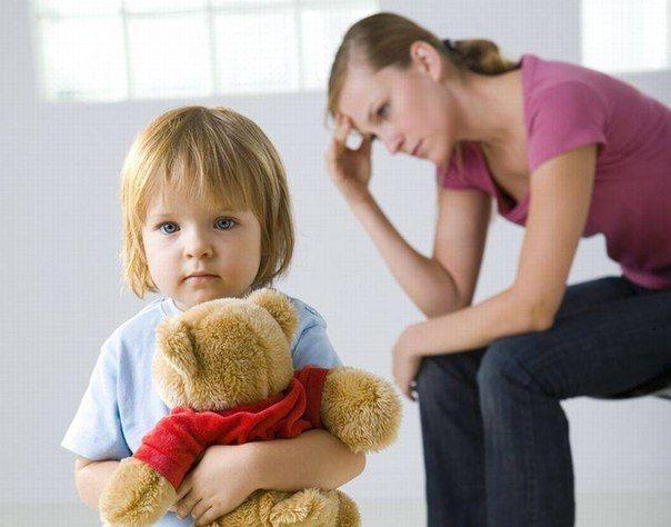 ГДЕ ВЗЯТЬ ТЕРПЕНИЕ?  На самом деле его нигде не надо брать. Ведь дело не в том, как ведёт себя ребёнок (хорошо-плохо), а в том, как сами мы реагируем на происходящее, в частности, на его поведение.  «Никакого терпения с ним не хватит!» — восклицают почти все родители. На самом же деле у вас ровно столько терпения, сколько вы позволяете себе иметь. Поясним. Вы решили (и надеетесь на это), что малыш заснёт за тридцать минут. Но вот тридцать минут прошло, потом ещё пять, потом ещё… лимит…