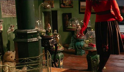 Since I love this movie, I want to try making a terrarium.