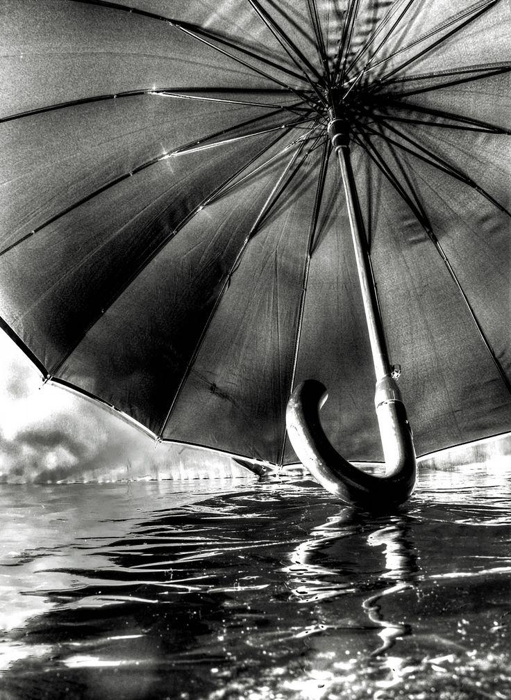 L'ombrello galleggiante by ciro mennella on 500px