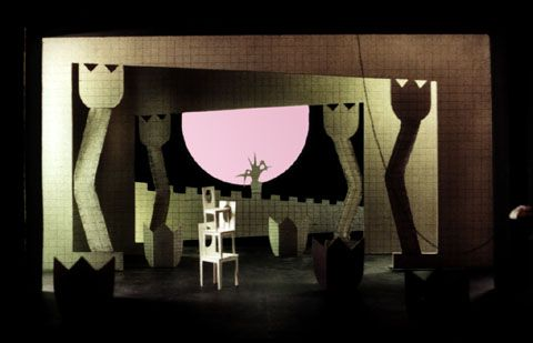 Der Vetter aus Dingsda    Eduard Künneke  Regie: Thilo Reinhardt  Bühnenbild, Licht und Kostüme: Klaus Grünberg  Kleist Theater Frankfurt / Oder  1997