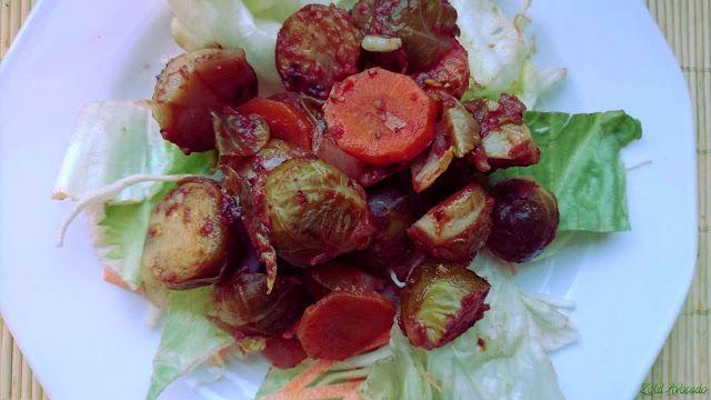 Kelbimbó olaszos paradicsommártásban (gluténmentes, laktózmentes, tojásmentes, vegán) / Recept / kelbimbó, paradicsompüré, vöröshagyma, oregánó, fokhagyma, friss saláta levelek, sárgarépa, balzsamecet