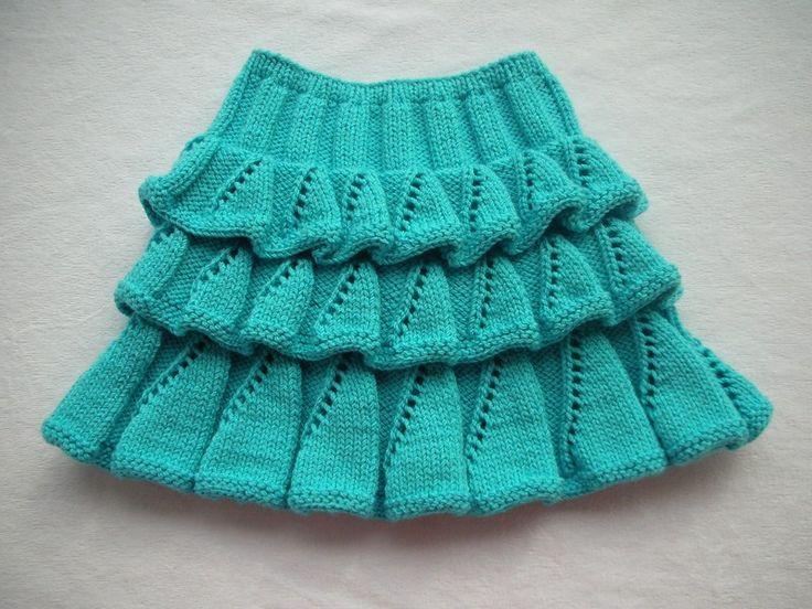 Örgü bebek çocuk etek modeli açıklamalı anlatımlı örme etek. Kız çocuklarına örgü elbiseler çok yakışıyor.Değişik örnekler var,bu senede bir çok örnek çıktı.şimdide güzel fırfırlı,farbalı kat kat örülen anlatımlı kız çcuk etek örneği açıklamalı Buyrun. Yeşil eteğin açıklaması kat kat örgü etek 3,5 numaralı şişle nako-pırlanta 130 ilmek başlanarak 12 sıra torba lastik örülecek.4 düz,4 ters lastik olarak aş.şekilde örülecek: 2 defa 5 cm.lastik ve 2 sıra haraşo 1 defa 5 cm.lastik ve haraşo…