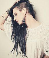 Mulher do Rock: Cabelo raspado do lado - variação do cabelo moicano
