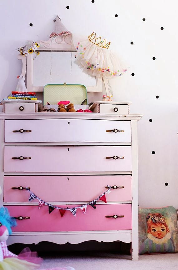 the boo and the boy: eclectic kids' rooms ... queen's crown with tulle and confetti, party hat, pink ombre dresser