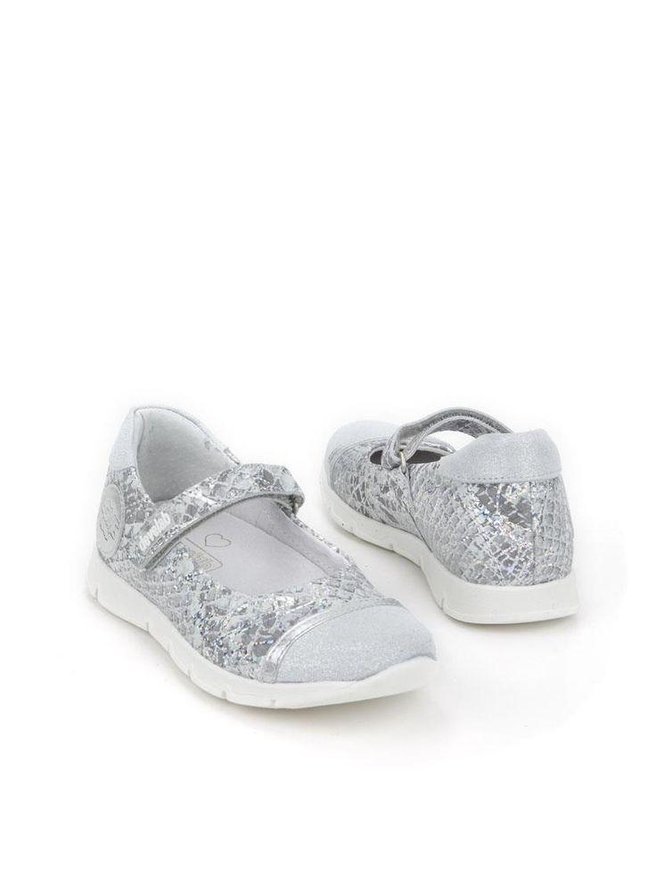 Develab bandschoen  Description: Zilverkleurige ballerina's van Develab. Deze meisjesschoenen zijn gemaakt van leer en hebben een kunststof zool.  Price: 71.99  Meer informatie