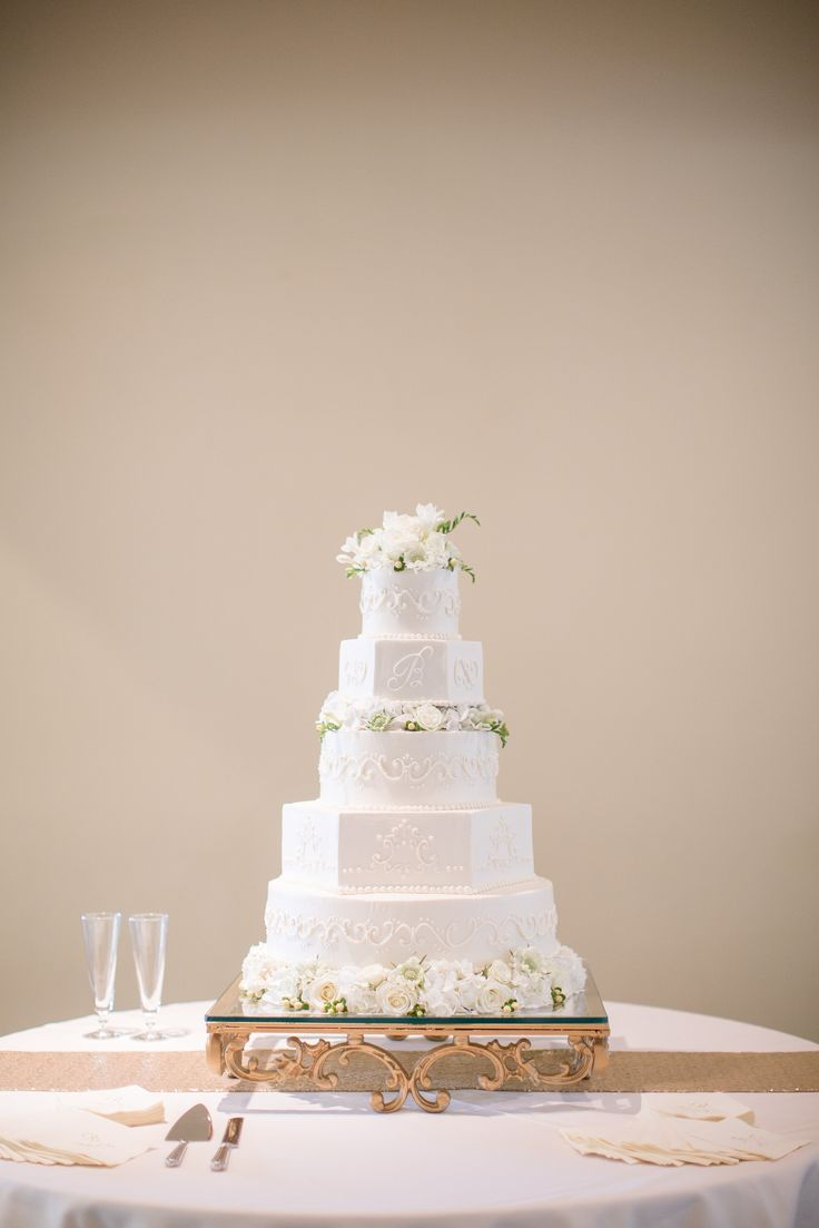 Hoover Country Club weddings. Summer wedding. white linens, white flowers. wedding cake, bride's cake. cake table. gold runner. Birmingham, Alabama