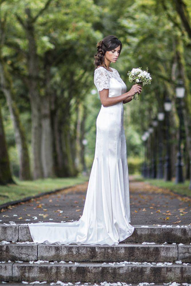 Les 25 meilleures id es concernant robes de mari e en satin sur pinterest robes de mari e en - Robe de mariee sirene dentelle manche longue ...
