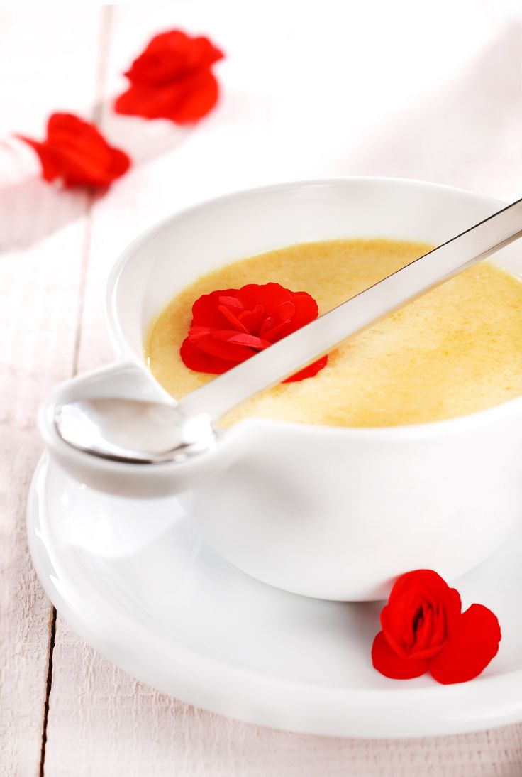 Apricot soup with caramel and begonia Photo: Zita Csigó