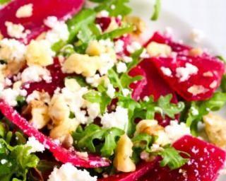 Salade de betteraves, feta, roquette et noix : Savoureuse et équilibrée | Fourchette & Bikini