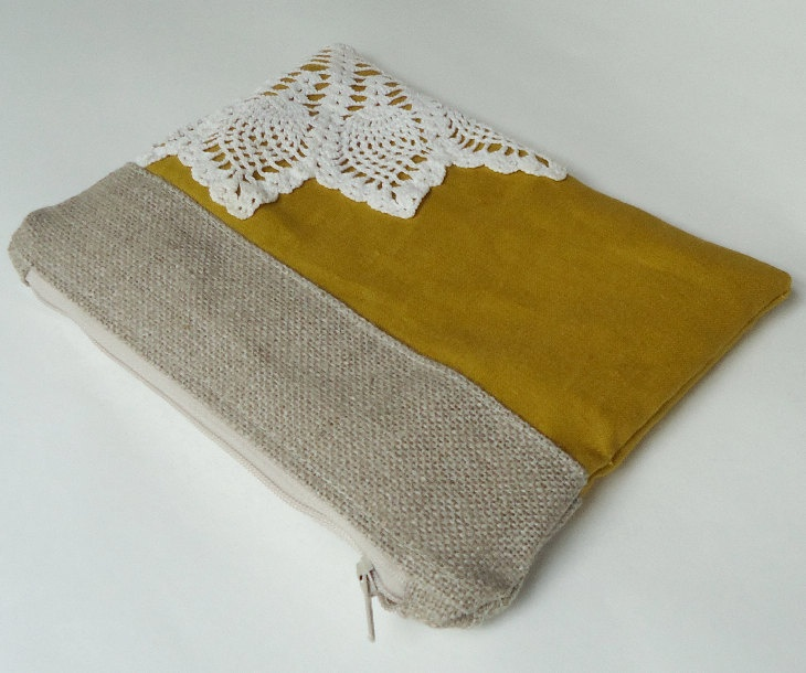 berlap and gold cosmetic bag for your maids