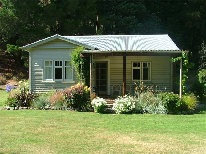 Woodbank River Cottage