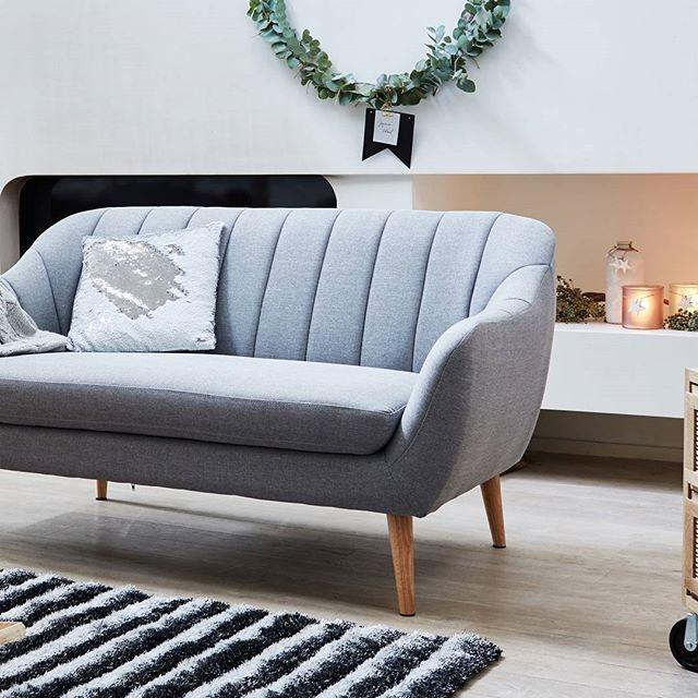 Les photos partagées par les fans d'Alinea : De alinea_fr : Salon aux lignes scandinaves... Références : Shell - Canapé 2 place (réf. : 25881707)  #alineaetmoi #christmas #noel #noël #home #homesweethome #maison #decor #deco #decoration #inspiration #instadeco #instapic #instadecor https://www.instagram.com/p/BbtyLO5h48I/