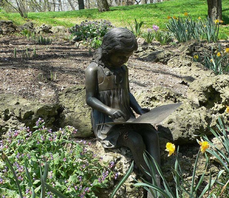Come and see this beautiful bronze in Fieldcote Memorial Park & Museum, Ancaster. Check her out whilst visiting the landscaped gardens or listening to glorious music at the summer concerts held in the park.