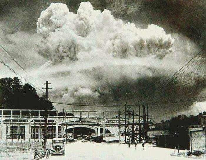 NAGASAKI 20 minutos despues de haber hecho esplocion la bomba atomica 1945