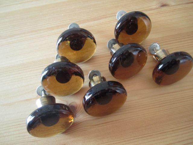 7 bruna glasknoppar från 70-talet