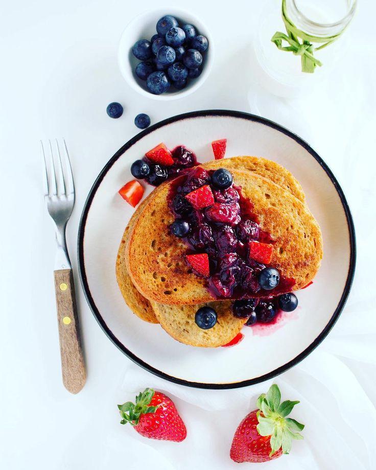 🍓 TOSTADAS FRANCESAS 🍓 Lo mejor de los findes son 2 cosas: ⛔️ No madrugar 🍞 Los desayunos en familia Por eso esta opción está bien para salir de la monotonía y tomar un desayuno rico. Tostadas francesas con arándanos y fresas 🍓 . . Feliz 😁 sábado a tod@s . #happyweekend #breaksfasttime #healthyfood #healthtbreakfast #comidasana #antioxidants #fruit #toastfrench #cuidate #happy Reposted Via @barb.healthy