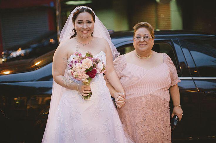 Confira o casamento completo de Ana Luiza e Wayde no EuAmoCasamento.com! #euamocasamento #NoivasRio. Fotos de Raízes Fotografia.