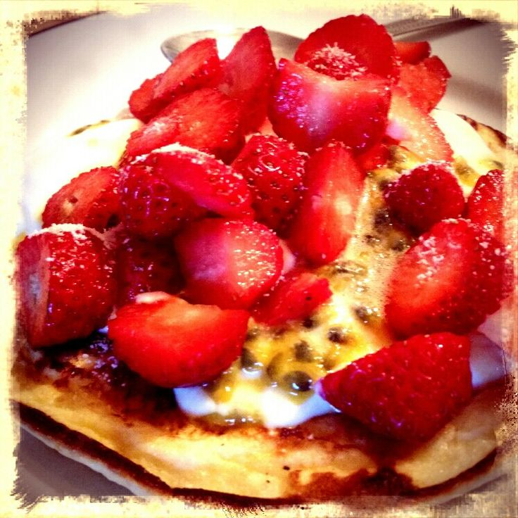Extra easy sp eesp slimming world Sweet omelette made with quark Topped with quark,passion fruit and strawberries