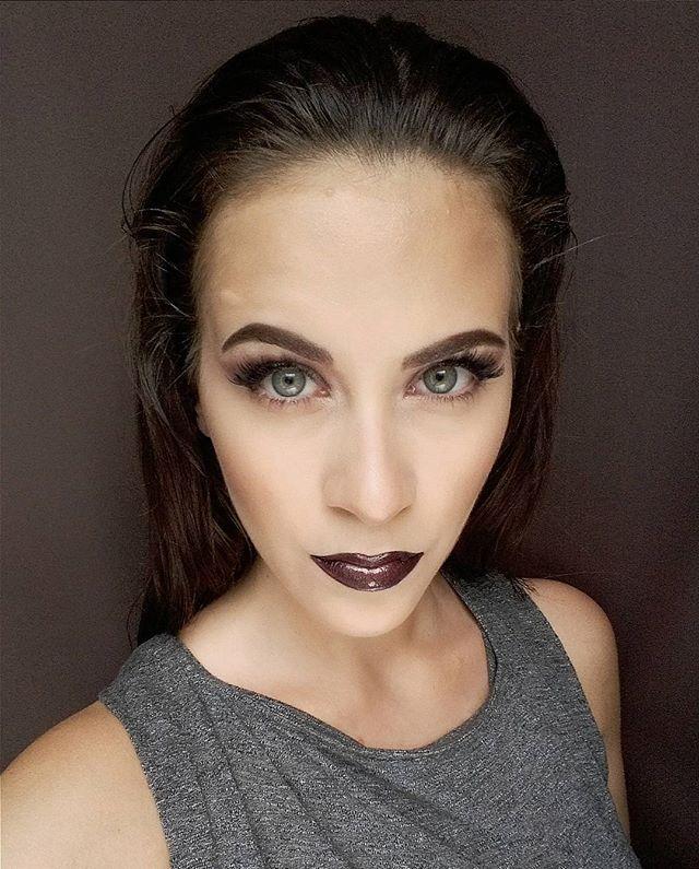 #makeup #mua #mywork #myface #hungarianmakeupartist #Budapest #highlight #conturing #anastasiabeverlyhills #browpomade #beccacosmetics #beccajaclynhill #champagnepop #flormar #lipgloss #darklips #falselashes