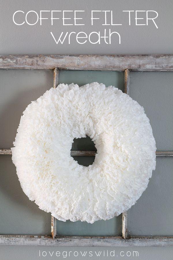 Cómo hacer un hermoso, rizado Filtro Wreath Café para la decoración casera fácil y barato!  Encuentra el tutorial en LoveGrowsWild.com