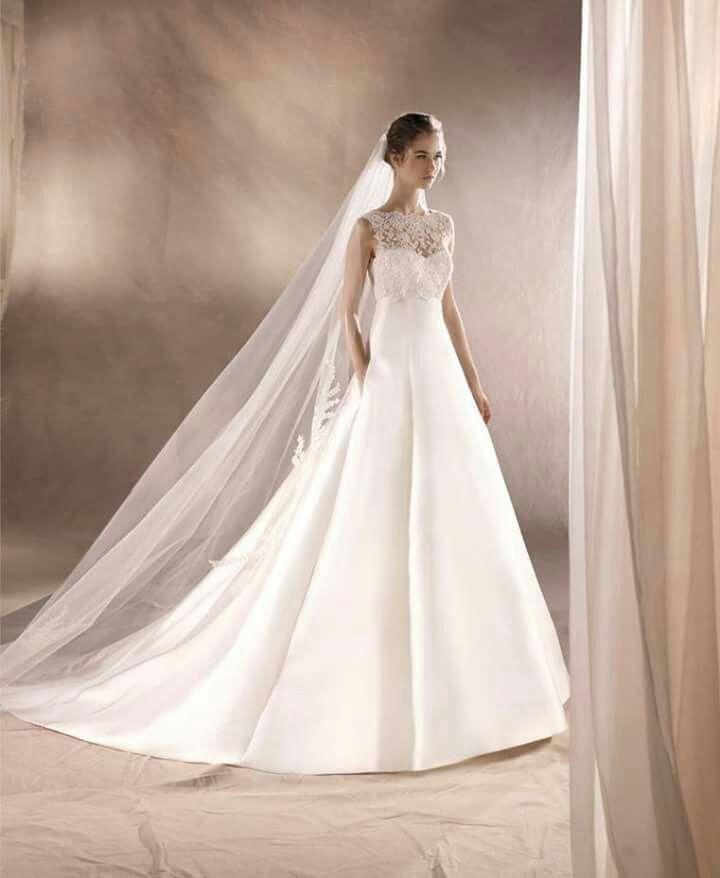 Eterno ed estremamente elegante la sposa White One by Pronovias Fashion Group Scopri tutta la Nuova Collezione 2017 su http://www.sognosposa.net/collezioni #sognodisposavesteituoidesideri #pronovias2017