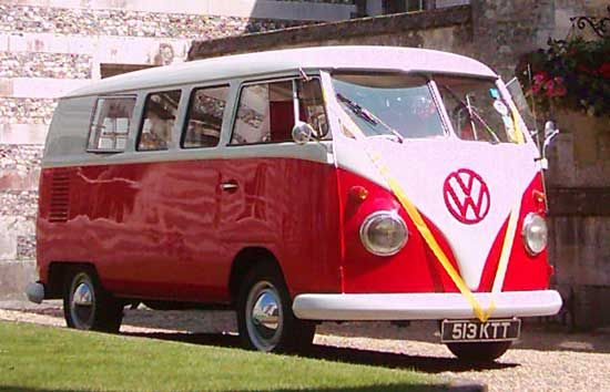 1960's vw camper van. I really wish they still made cars like this. I could probably get one if I looked hard enough. But still. What an amazing vehicle <3 No Idea why I love this, but it has a certain charm to it. Ne?
